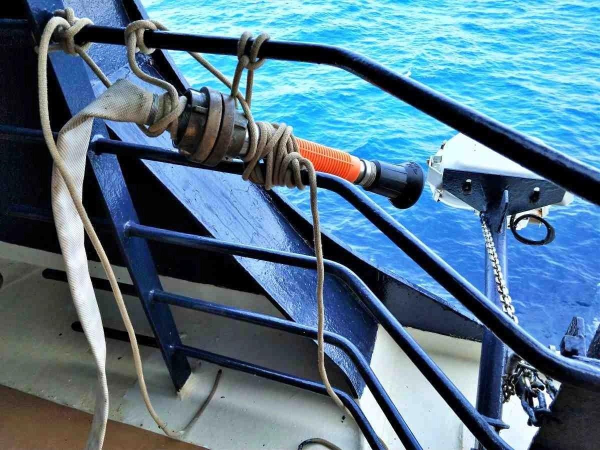 搭郵輪穿越蘇伊士運河 - 強力消防水柱