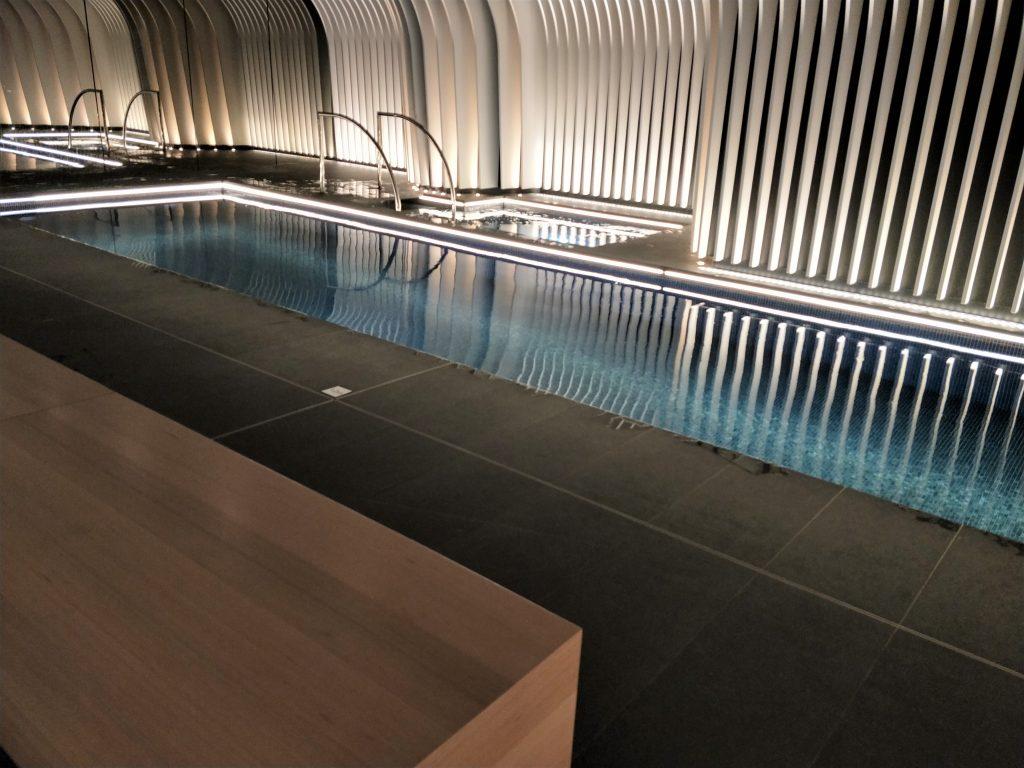 雪梨住宿 - 游泳池和按摩浴缸