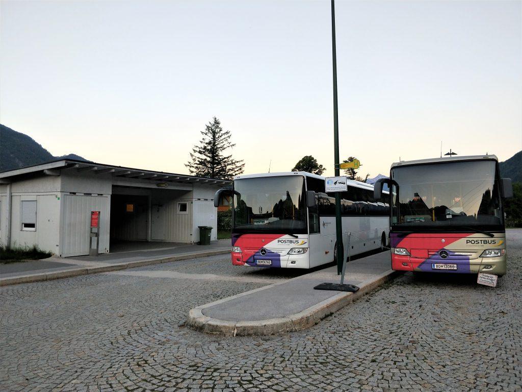 奧地利湖區住宿 - 聖吉爾根小鎮巴士車站