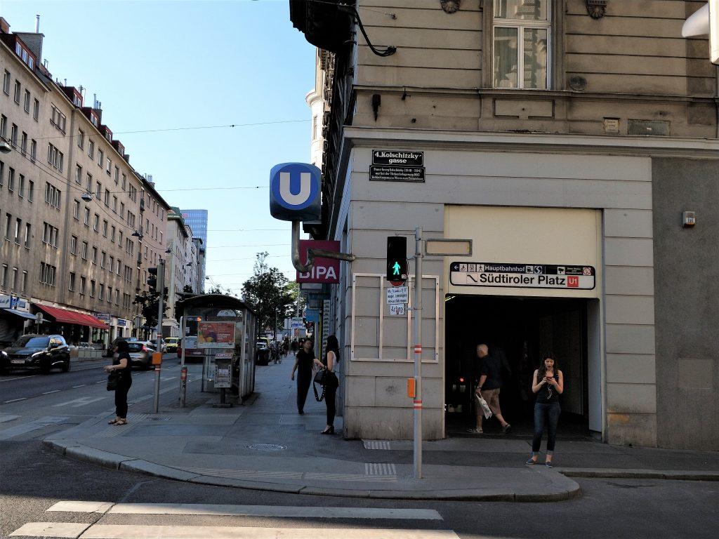 維也納中央車站住宿 - 飯店附近地鐵出入口 (U1)