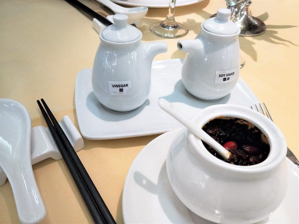 中式调味料及餐具