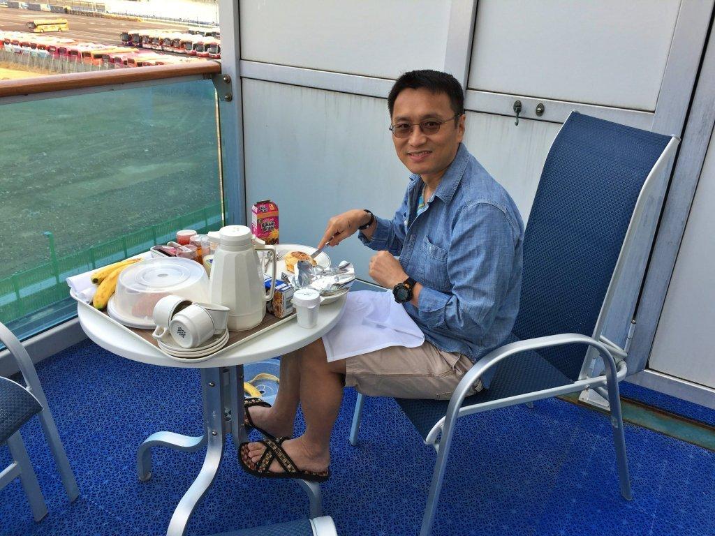 陽台艙 - 在陽台上吃早餐
