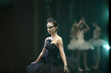 black-swan-natalie-portman-17726524-1024-682-147135_0x745