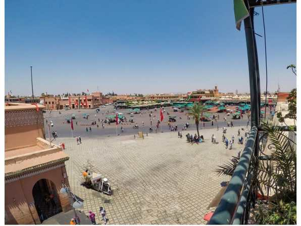 Booking a tour in Jemaa el-Fnaa