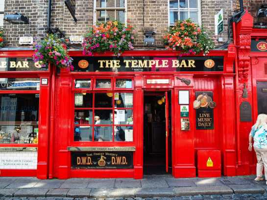 The enormously popular Temple Bar