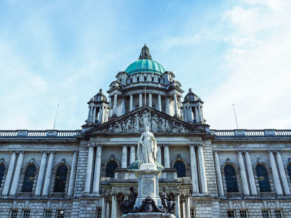 The stunning exterior of Belfast City Hall