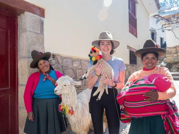 Making llama friends in Cusco