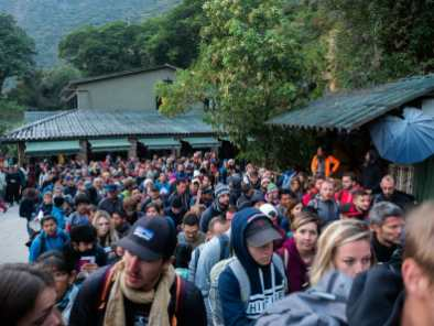 The hundreds of people behind us in the queue at Machu Picchu before 6am