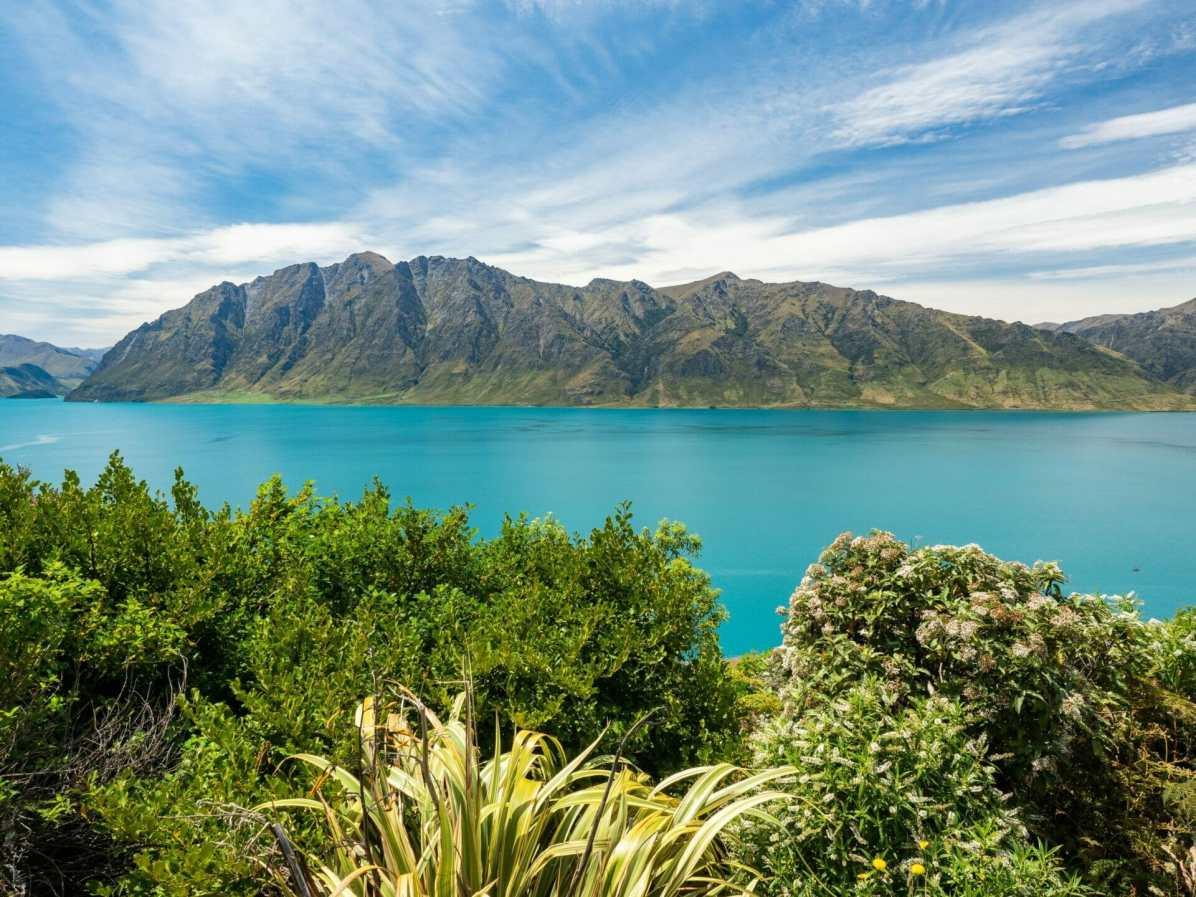 Beautiful day over Lake Hāwea in Wanaka