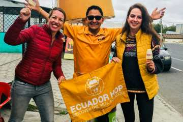 Girls and guide Ecuador Hop