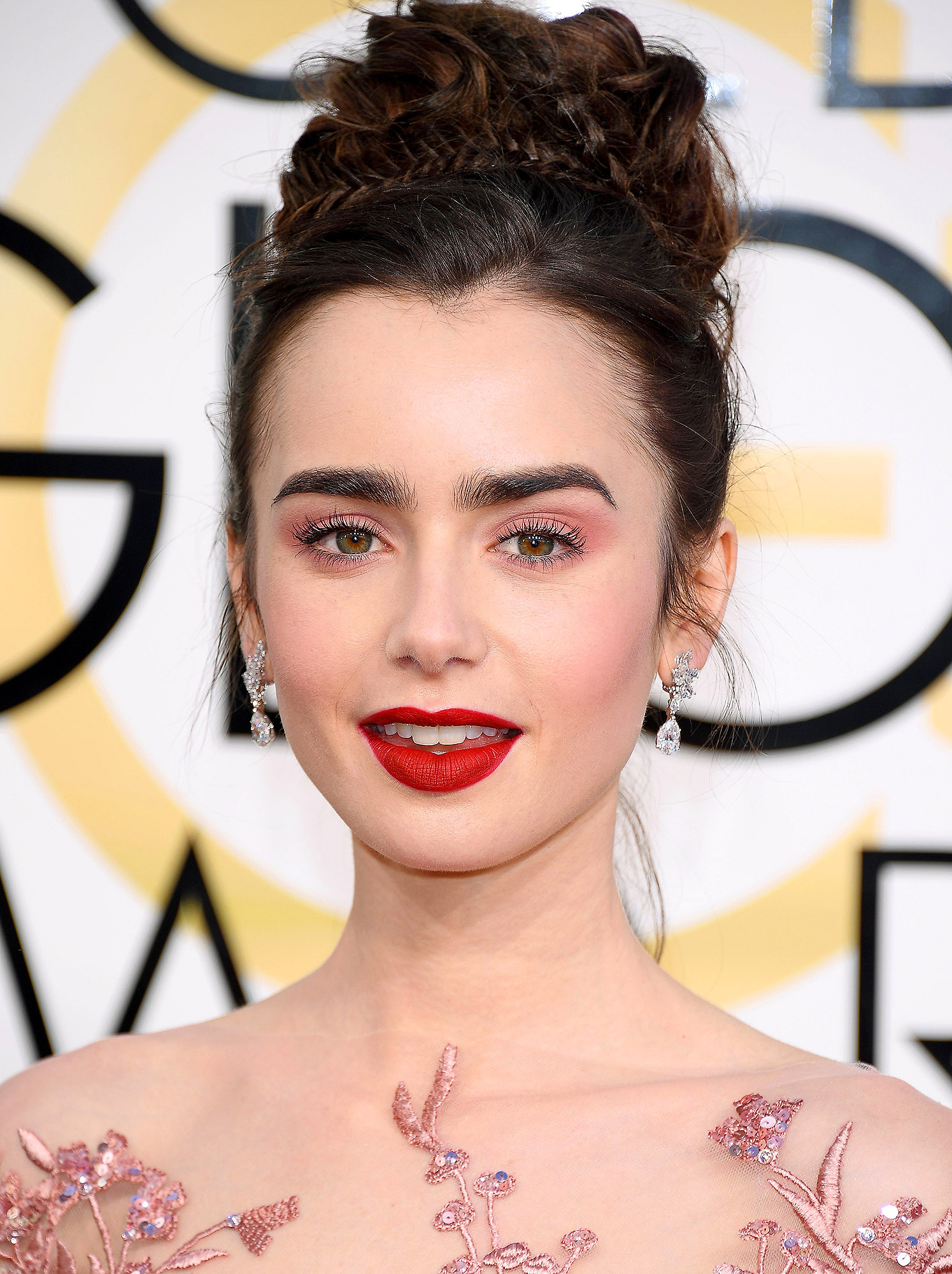 Lily Collins Golden Globes 2017 Makeup Tutorial ...