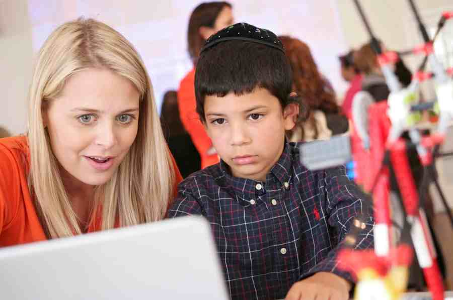 A Child Gets Hand On Time with Sylvan Learning's New EDGE Robotics Activity at the 'Find Your EDGE' Event in NYC, April 21, 2015 (Brian Ach_AP Images for Sylvan Learning)