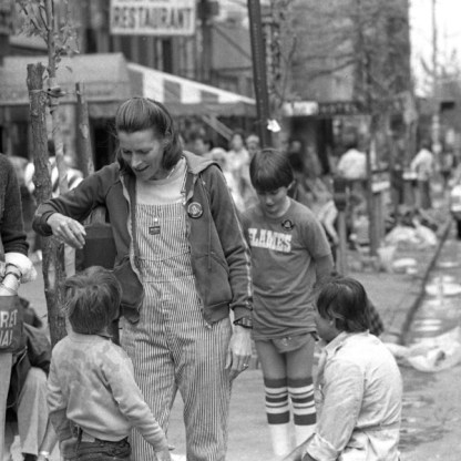 Montague Street Volunteer Cleanup sponsored by the BHA in the 1970s - Brooklyn Archive