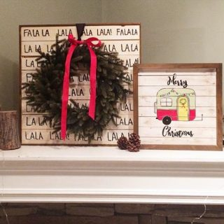 Holiday Home Decor – Pallet wood signs