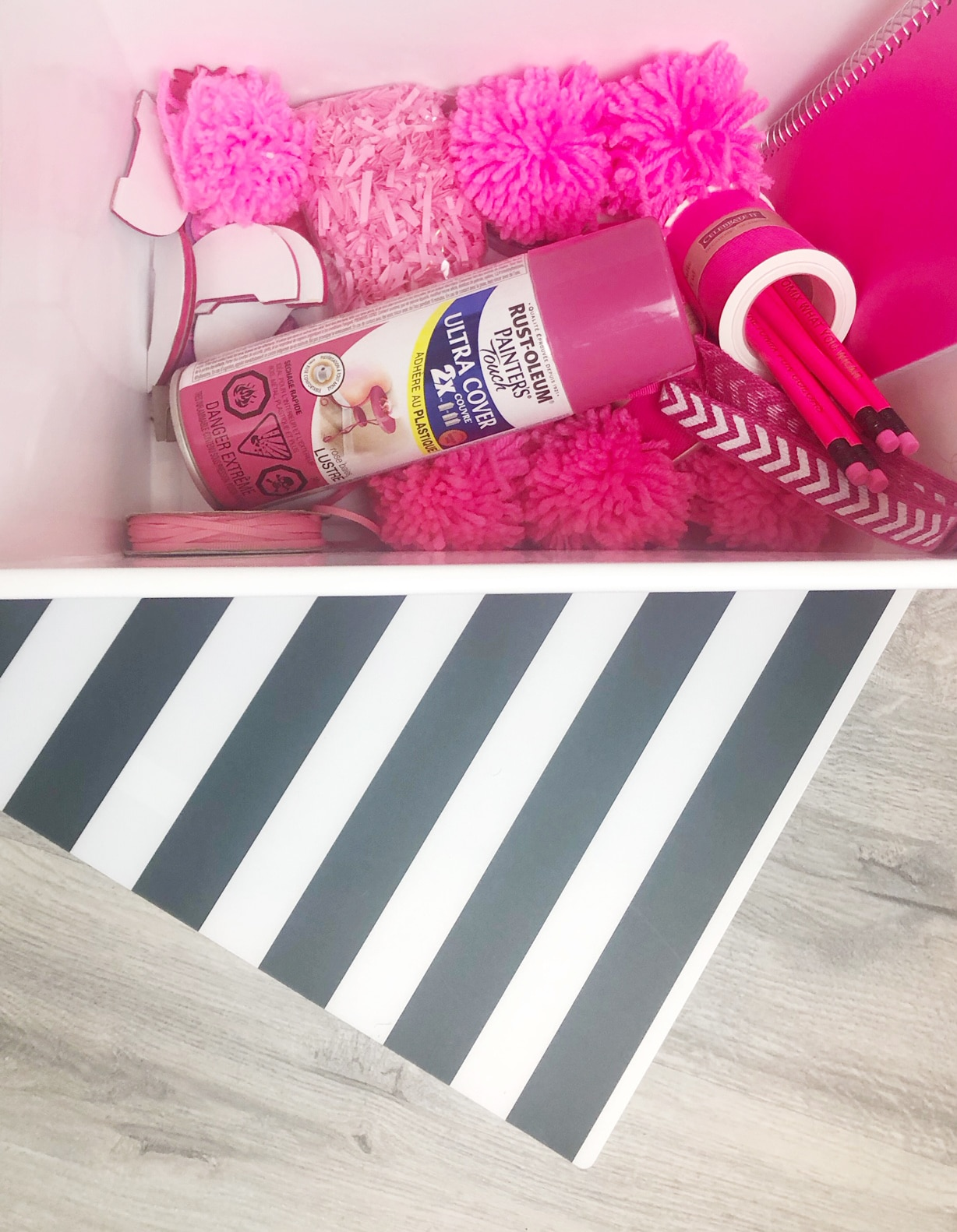 Craft Room Organization - organize by color.