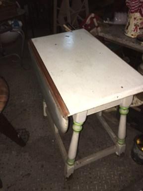 drop-leaf-table