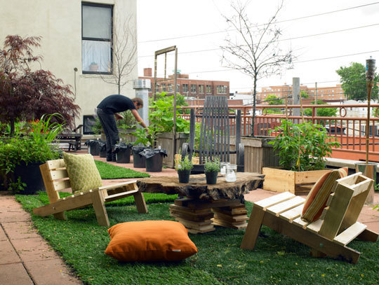 redhook_brooklyn_rooftop_garden_apartmenttherapy