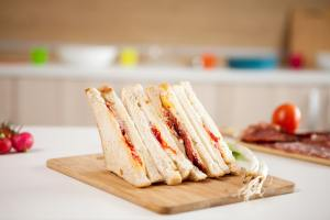 Club sandwich with white bread