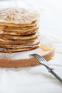 Russian traditional dish - pancakes with honey.