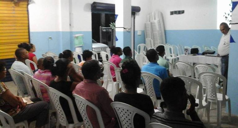 Evangelist teaches Bible course to denominational members