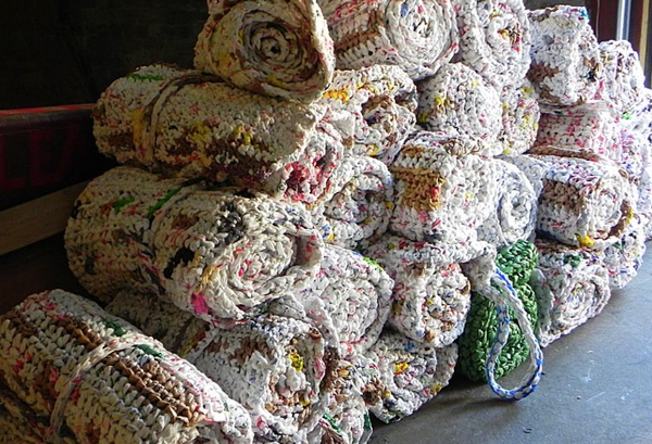 Alabama women make mats and blankets for homeless
