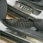 """NISSAN Tiida """"15-Накладки на пороги (лист зеркальный надпись Tiida)"""