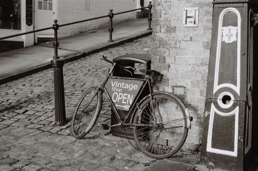 Leica M4 24 Elmar, Ilford Delta 100