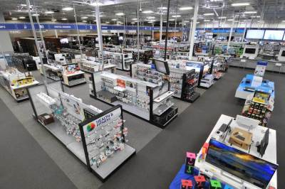 Wide angle of store west