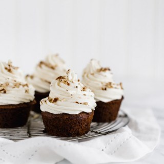 gingerbread-cupcakes-maple-buttercream
