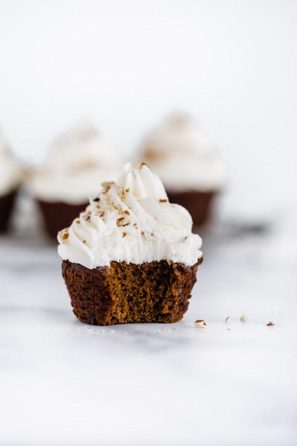 gingerbread-cupcakes-maple-buttercream