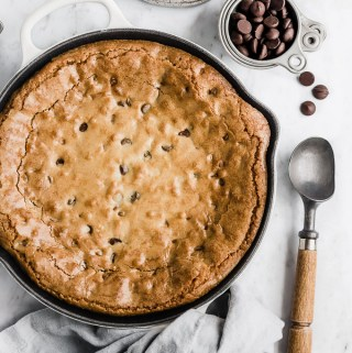 brown-butter-chocolate-chip-skillet-blondie