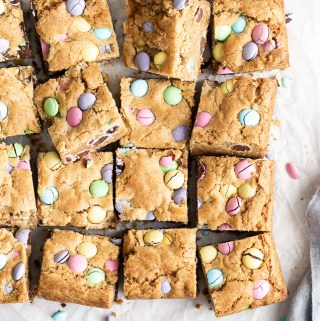 easter-candy-blondies