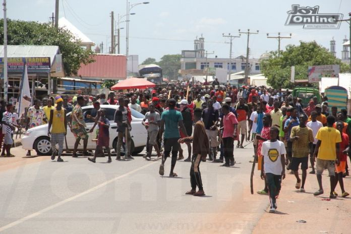 Four persons shot as Military open fire on protesting Ejura youth over FixTheCountry activist's death — video