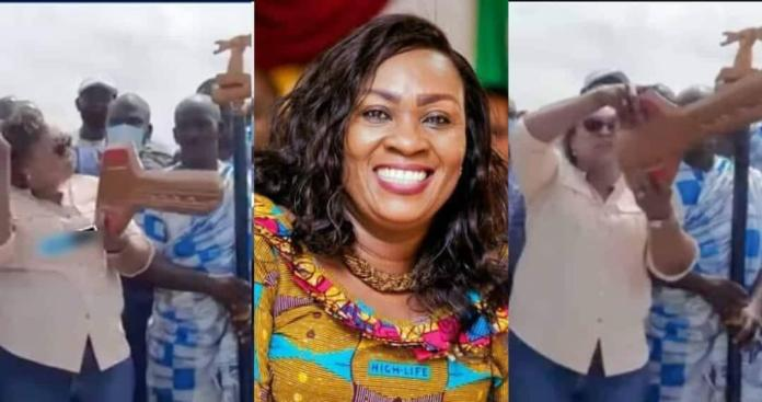 Hawa Koomson 'locks' the sea with huge wooden key to stop fishing activities temporarily (Video)