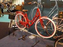Arrrghh! My eyes! Raleigh are doing the Dutch thing. Nice bike. Not taken on the paint job.