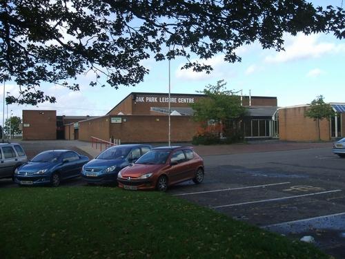 Oak_Park_Leisure_Centre_-_geograph.org.uk_-_264280