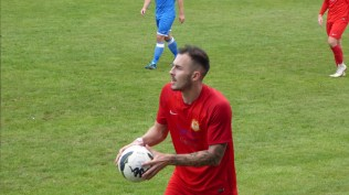 Second half and excellent throw-ins by both teams underlined the determination of the players.