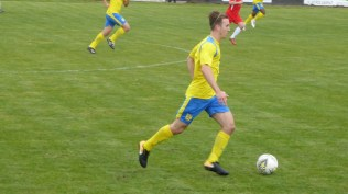 First half and Tividale are on the attack.