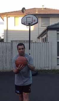 絶対に真似できないバスケットボールのシュート