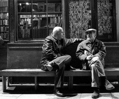 friends_talking_on_bench