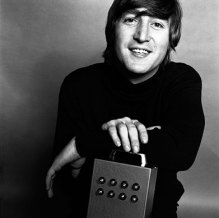 Photographer-Brian-Duffy-- lennon