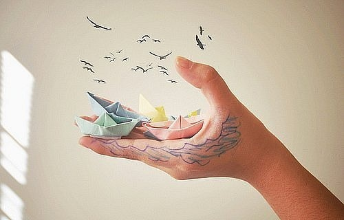 hand-ocean-birds