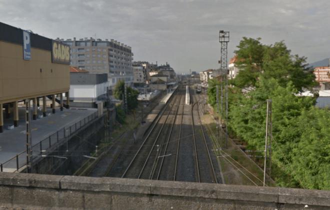 Entrada de la estación de O Porriño desde el puente de la N-120. La vía 5 es la de más a la derecha. (Fuente: Google Maps)