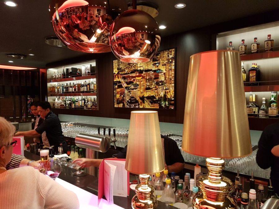 """Bar auf der """"Mein Schiff6"""" von TUI Cruises."""