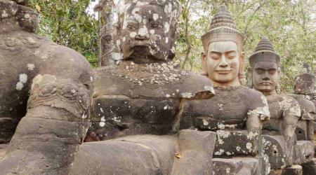 Die Brücke zum Südtor von Angkor Wat