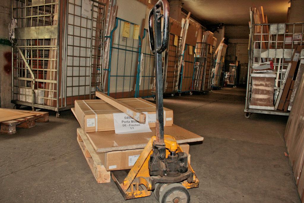 Möbeltransporte Logistik Feinverteilung Von Möbeln In Deutschland