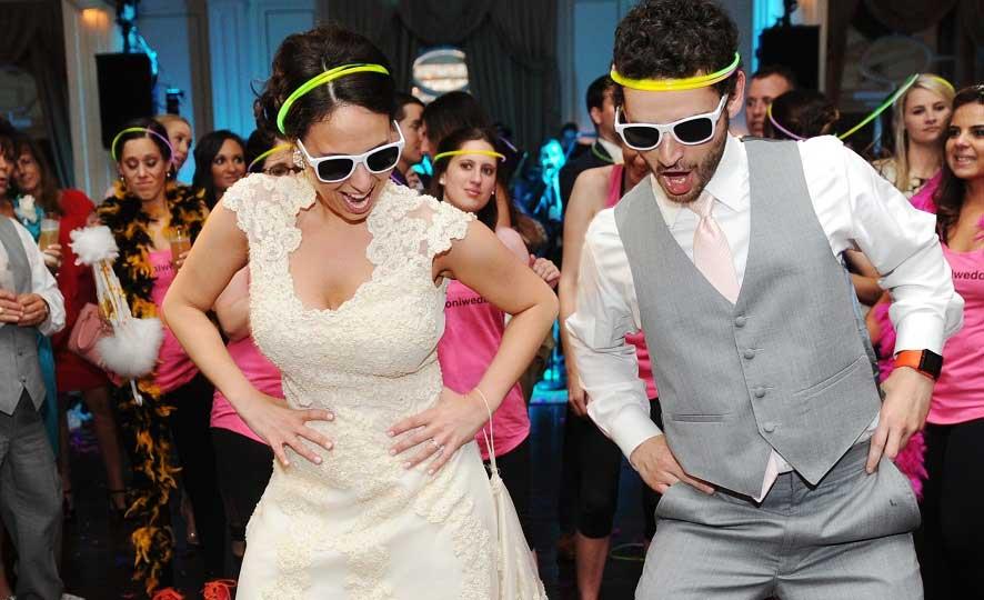 Bruidspaar op dansvloer