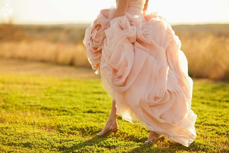 Roze gekleurde trouwjurk