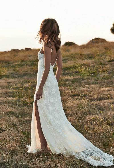 Bohemian bruid op blote voeten