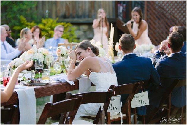 Bruid moet lachen door een van de bruiloft stukjes